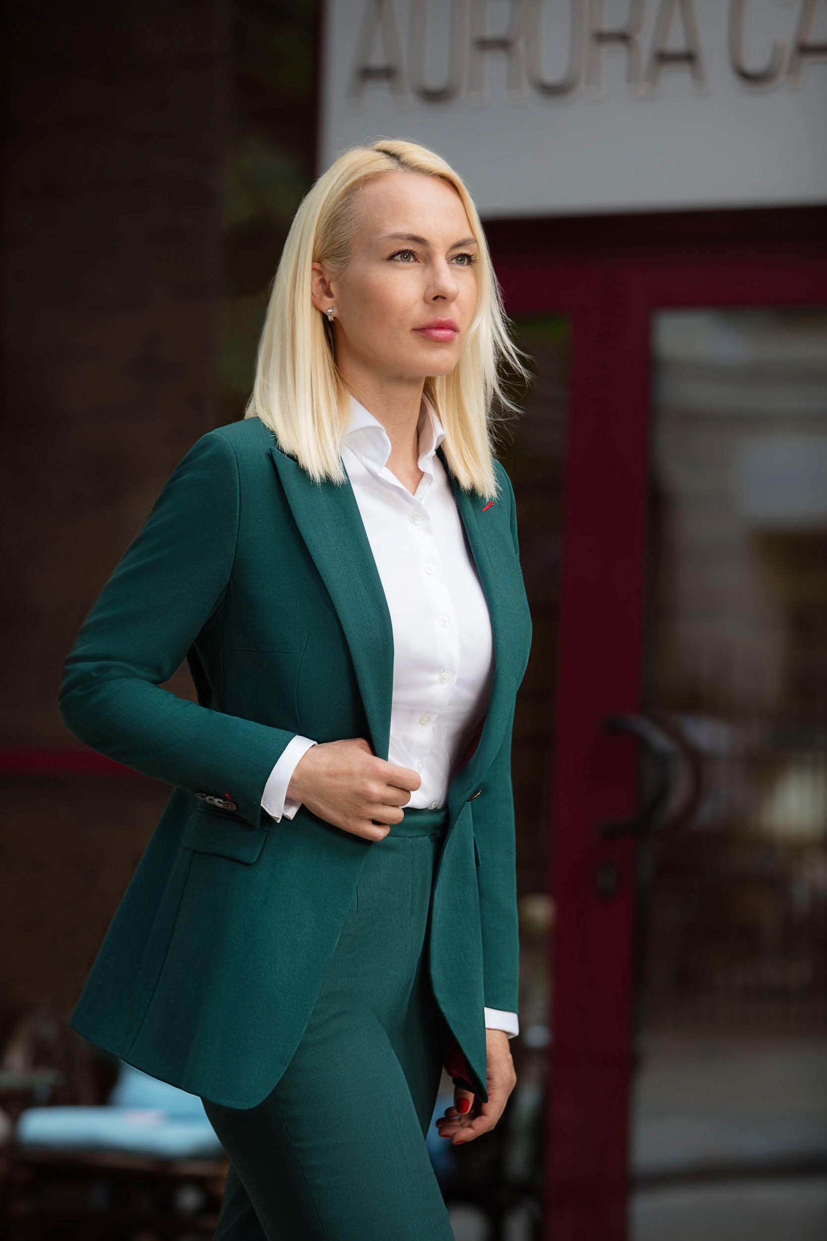 Ника Боенко в костюме Aurora Carne Cerruti
